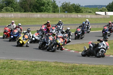a) Maxi Scoot Racing