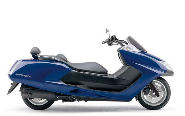 b) A new 250 FF superscooter from Yamaha (2006)