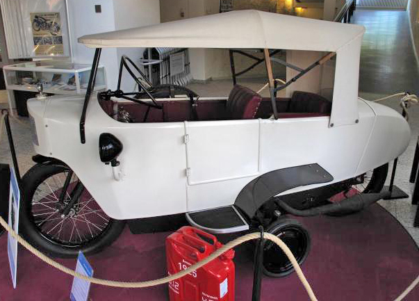 White Mauser, with roof, from the side