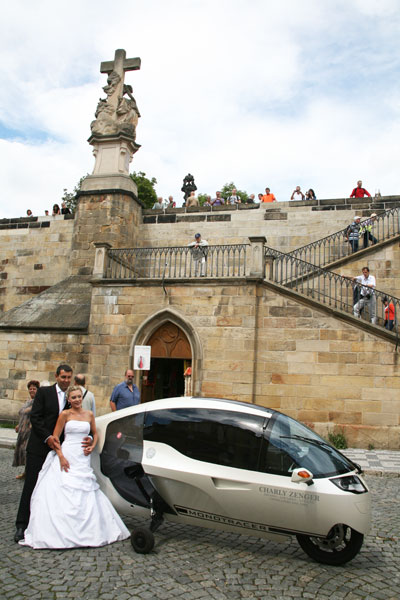 Newlyweds in Prague with Pigi's Monotracer