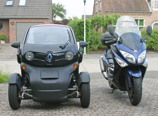 Twizy & Tmax (Front View)