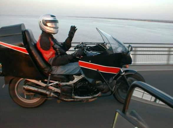 Arthur riding over the Humber Bridge 2005 - pic taken by Olde Bobbe from his Bananaskin bike.